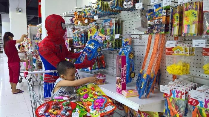 Mộng thấy bản thân đang đi siêu thị mua nhiều đồ chơi thì hãy chon cặp số 73 - 11