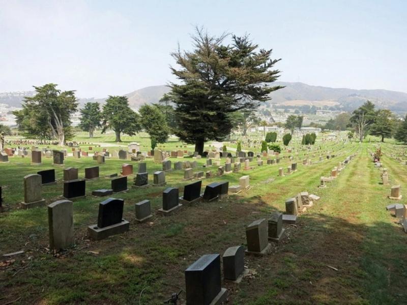 Nằm ngủ thấy mình đi lạc vào nghĩa địa